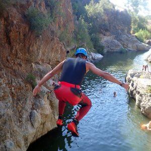 Canyoning, outdooractiviteit tijdens actieve jongerenvakantie Spanje, 1-oudervakantie Spanje