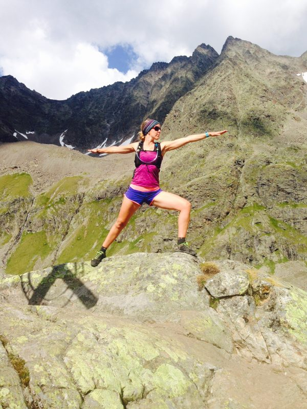 warriar tijdens yoga and hiking/ trail running retreat in Spain/Spanje