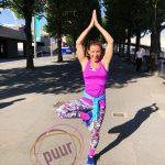 instructrice tijdens yoga en actief vakantie in Spanje