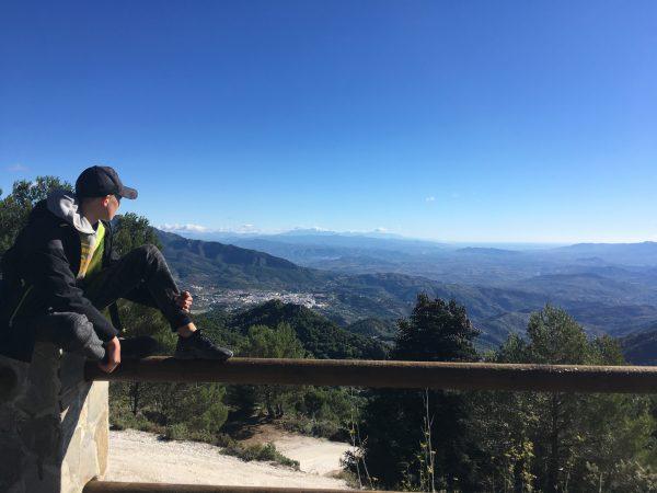 uitzicht punt hike tijdens ouder kind vakantie in Spanje