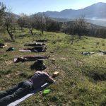 meditatie tijdens yoga en actief vakantie in Spanje