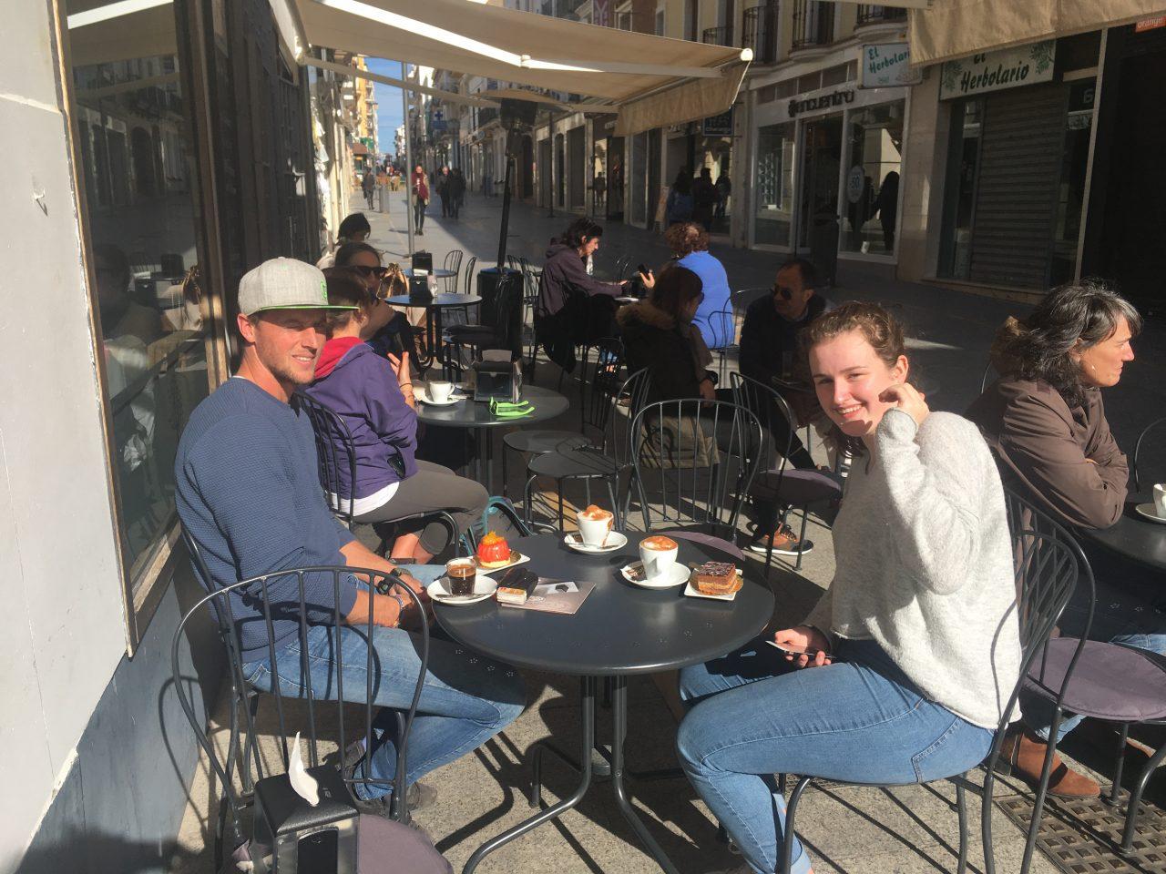 terrasje in Ronda tijdens jongeren vakantie zuid spanje