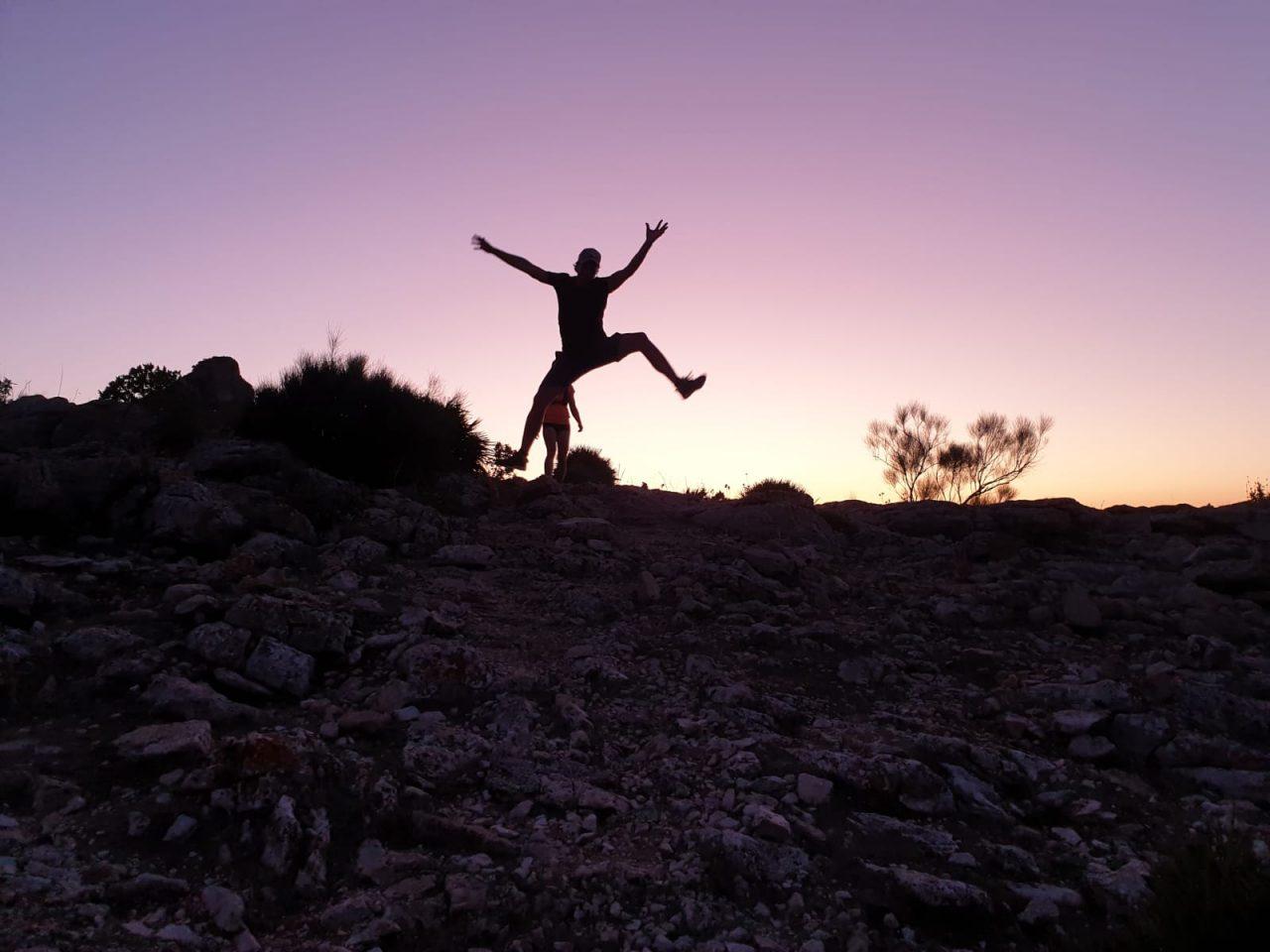 avond hike tijdens actieve jongerenvakantie in Spanje
