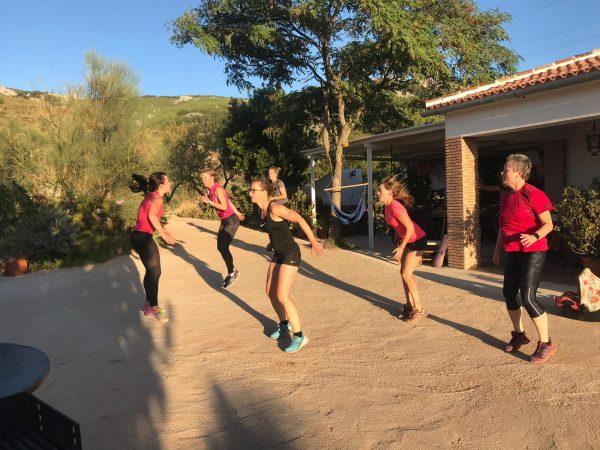 bootcamp les tijdens outdoor sportvakantie in Spanje