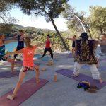 yoga tijdens nieuwjaar retreat, outdoor en fitness vakantie