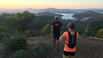 avond hike tijdens yoga en hiken/trailrunnen, outdoor sportvakantie in Spanje