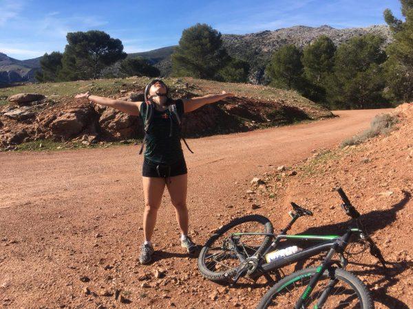 king of the world tijdens mountainbike vakantie, mountainbiken in spanje