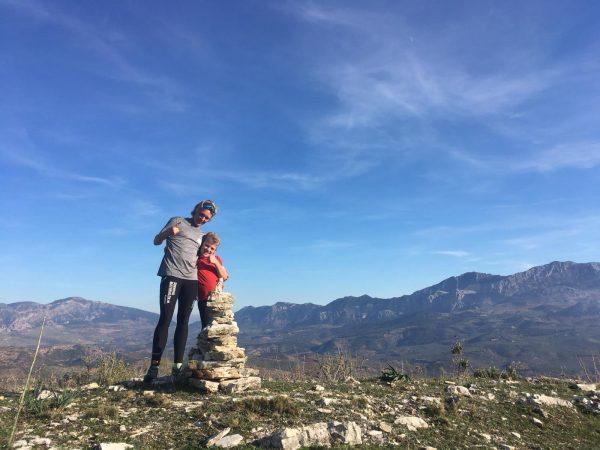top of the hill tijdens actieve gezinsvakantie in Spanje