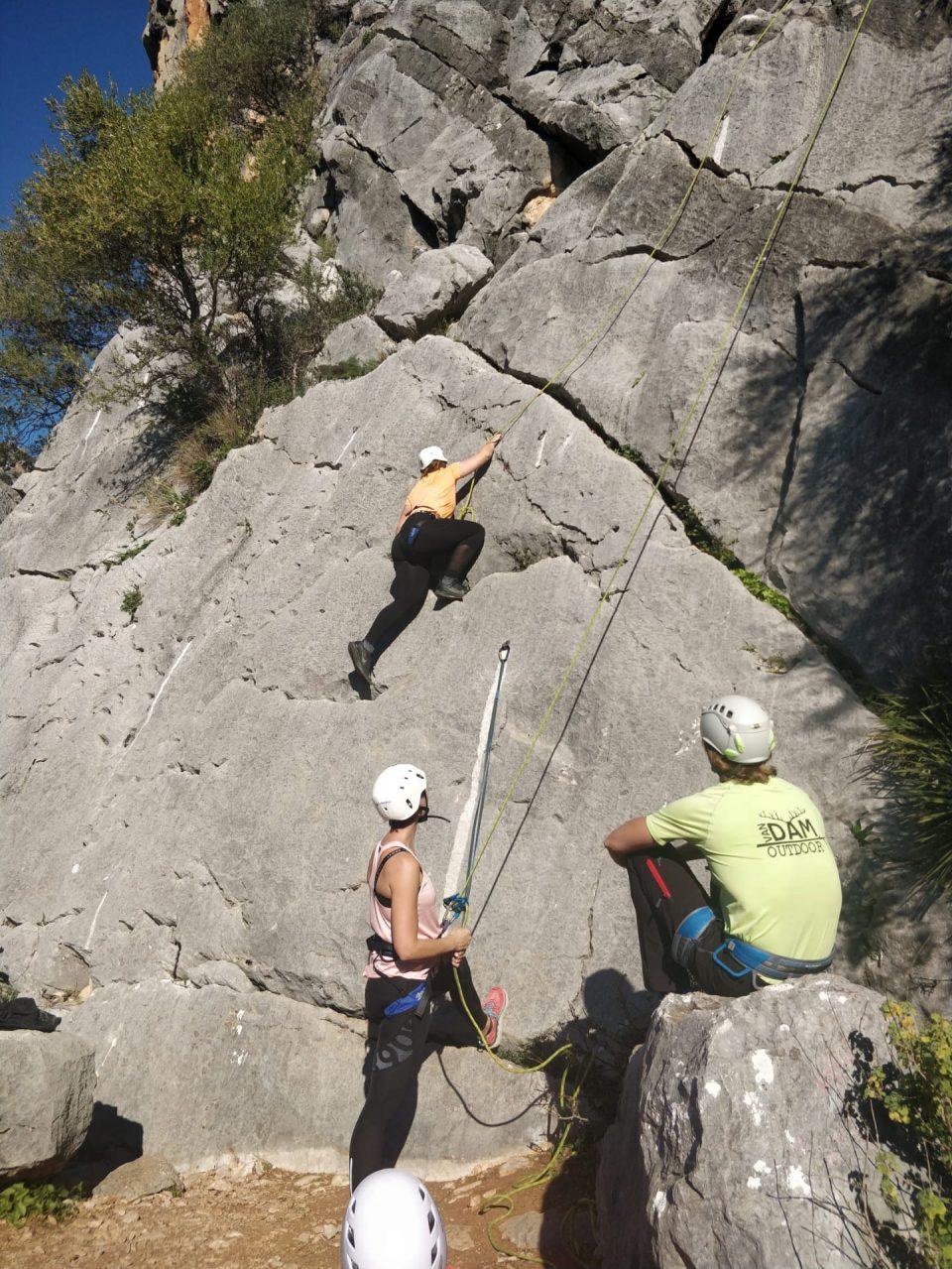 rots klimmen tijdens sport/ actieve vakanties tijdens corona in Spanje