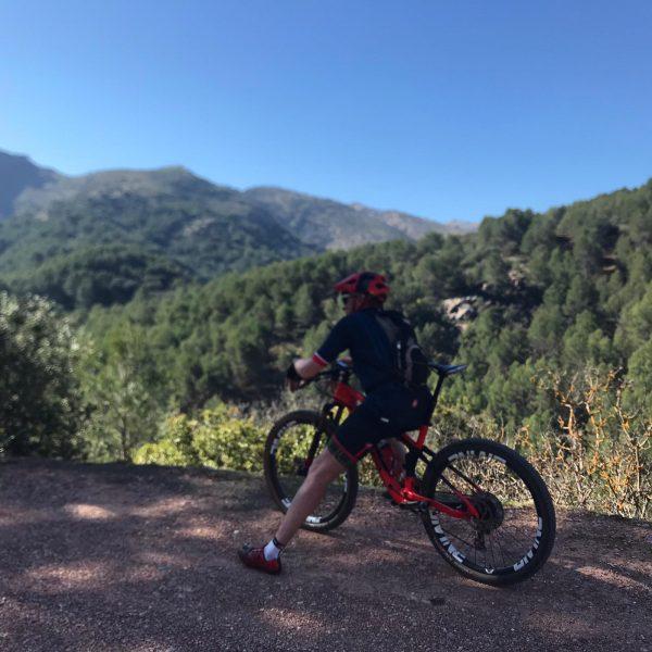 uitzicht tijdens mountainbiken in Spanje trektocht