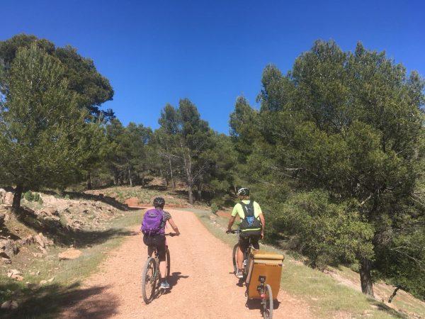 mountainbiken tijdens actieve gezinsvakantie in Spanje