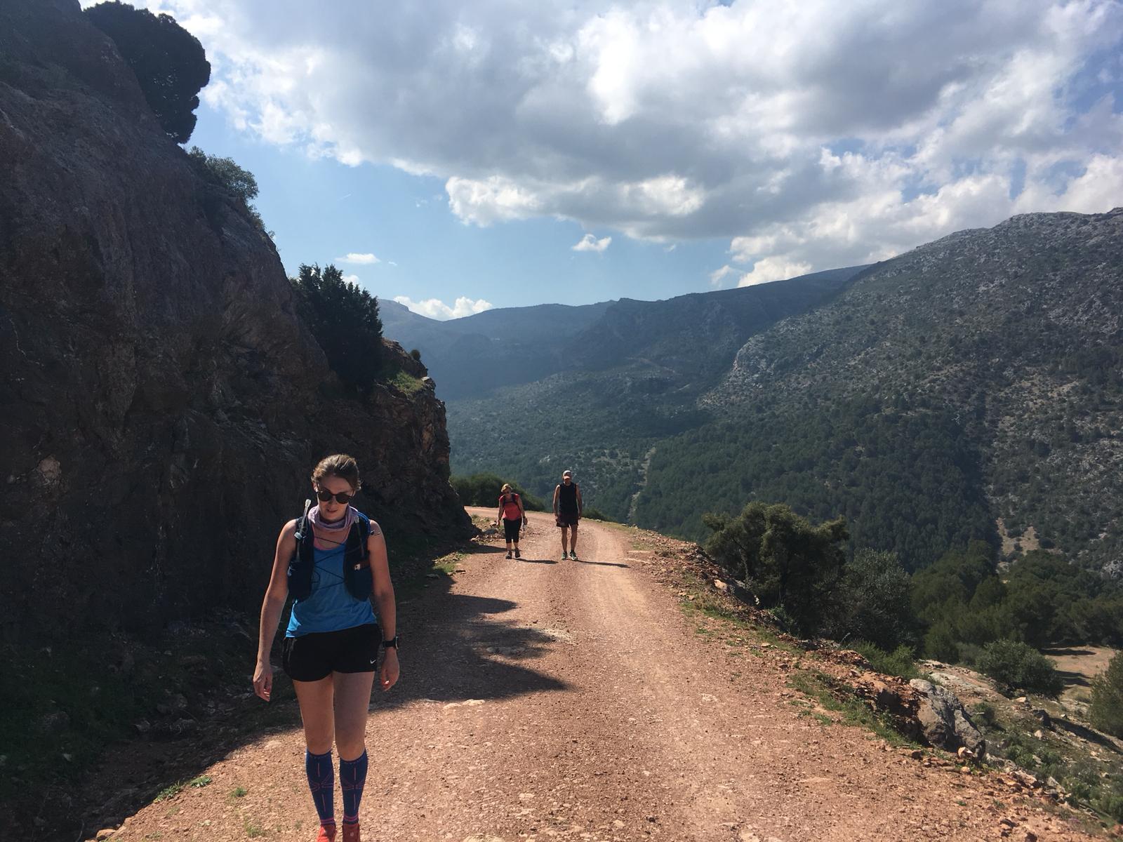 yoga en hiking of trailrunning Corona