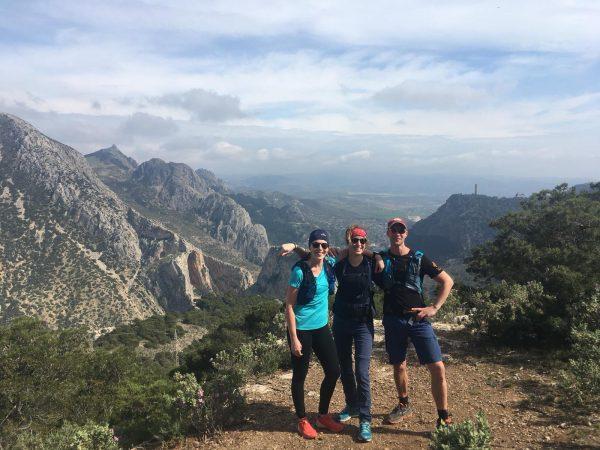 hike tijdens yoga en actief outdoor vakantie
